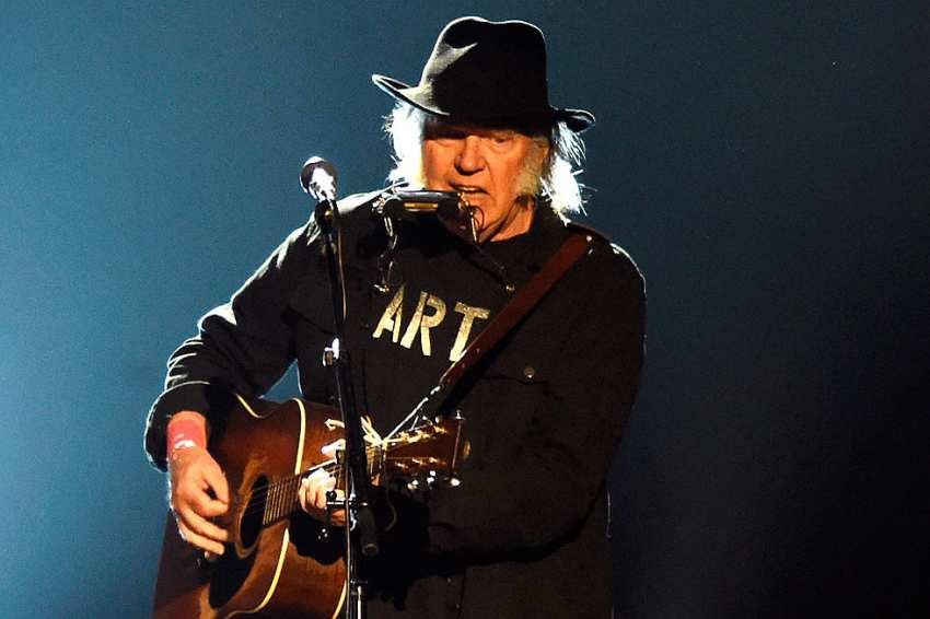 A terceira sessão à lareira de Neil Young. Meia hora de luxo
